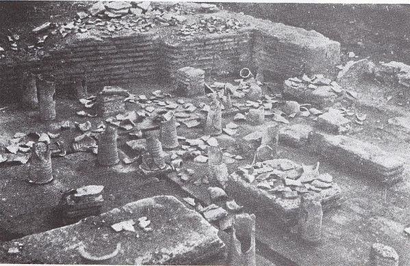 Hypocausts at Rhegion 1942.jpg