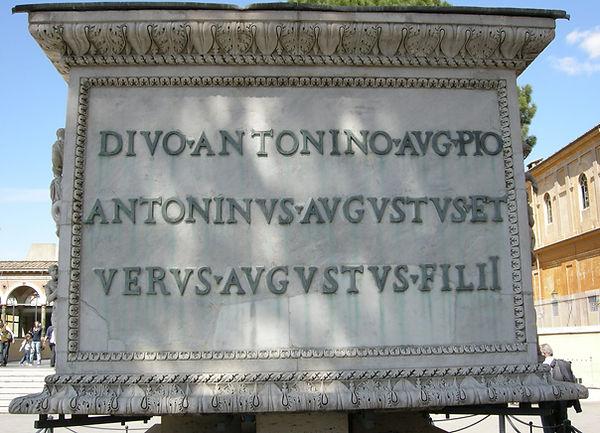 Base_della_colonna_antonina,_iscrizione.