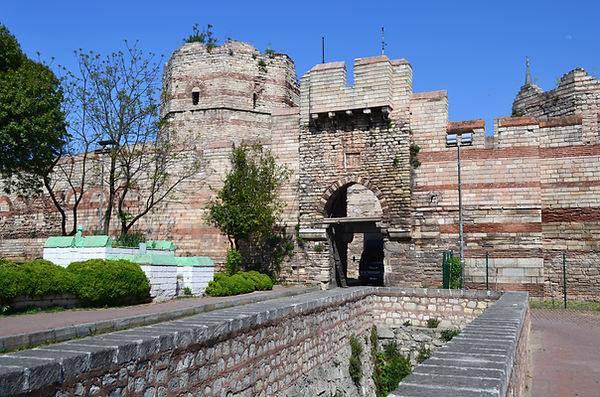 Pege Gate (Silivrikapı).jpg
