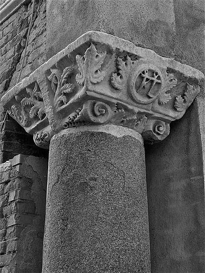 particolare-colonna-di-santa-croce.jpg