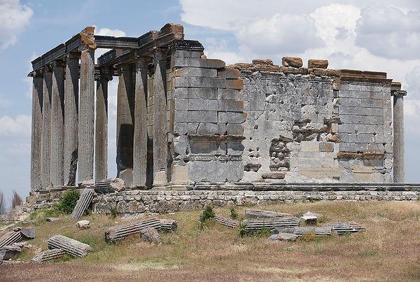 Aizanoi_Zeus_temple_2225.jpg