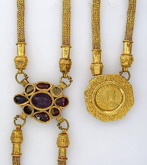 Gold jewellery from the Hoxne hoard