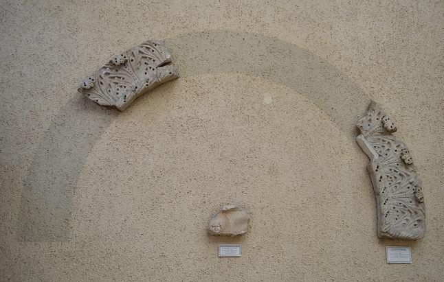 Acanthus archivolt fragments.jpg