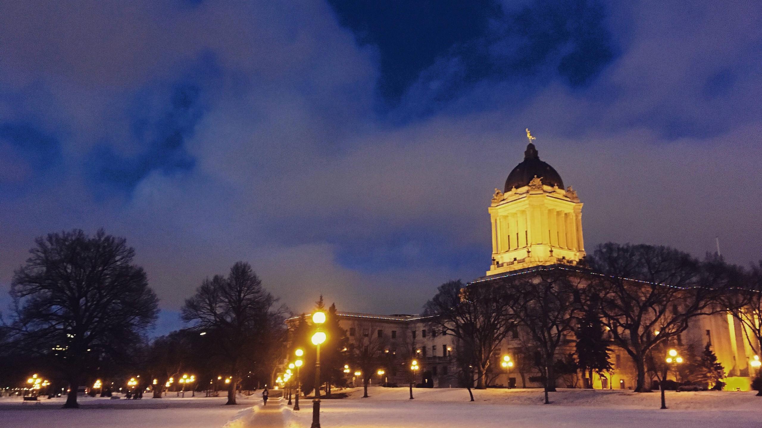 'Historische' gebouwen zijn soms amper 100 jaar oud… Maar sneeuw en de juiste verlichting maken veel goed