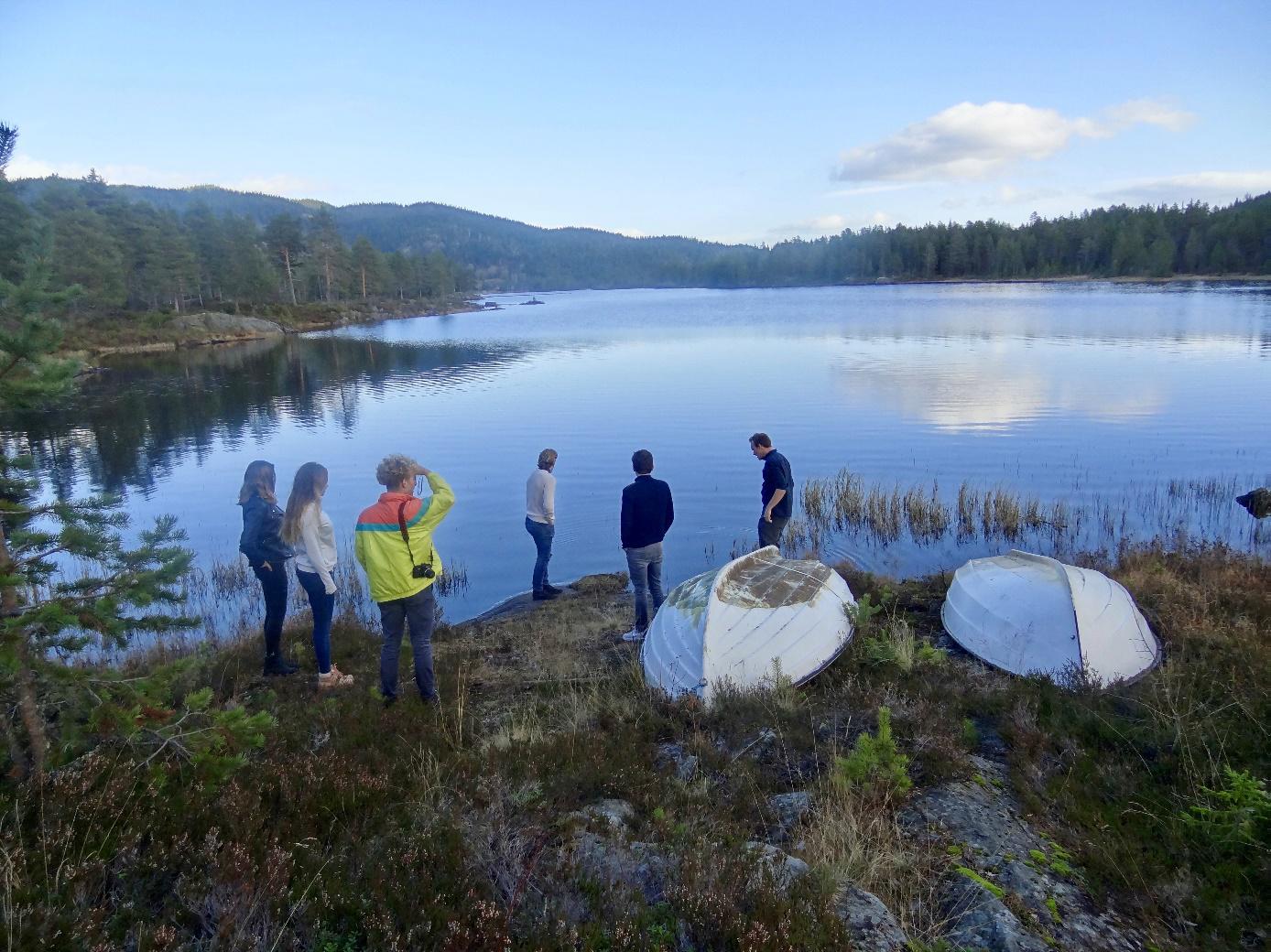 Een meer dat we tegenkwamen op onze roadtrip door Noorwegen