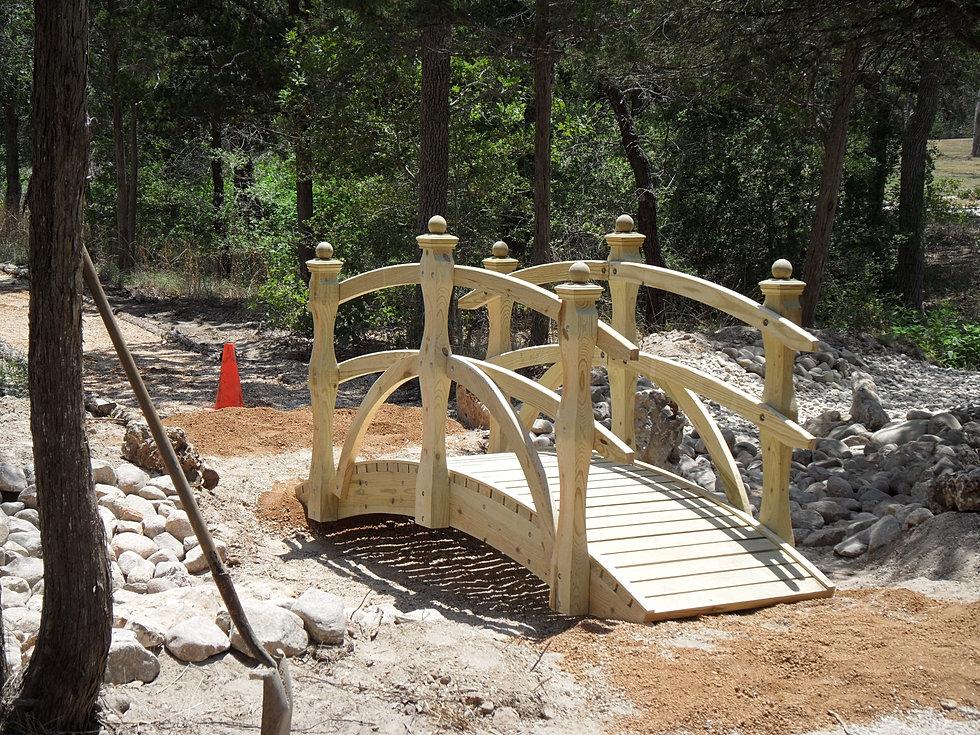 Landscape bridge la marque for 7194 garden pond