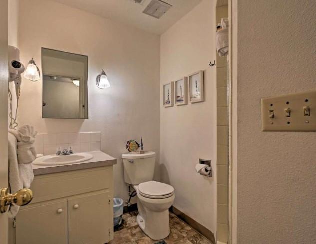 Condo 25 Guest Bath.jpg