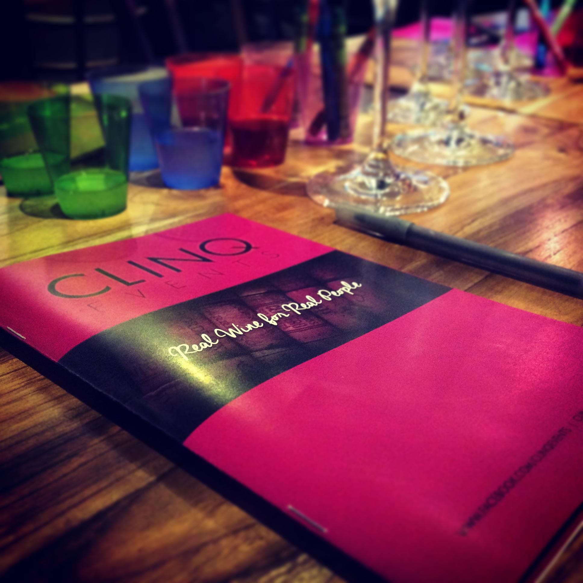clinq_book_table
