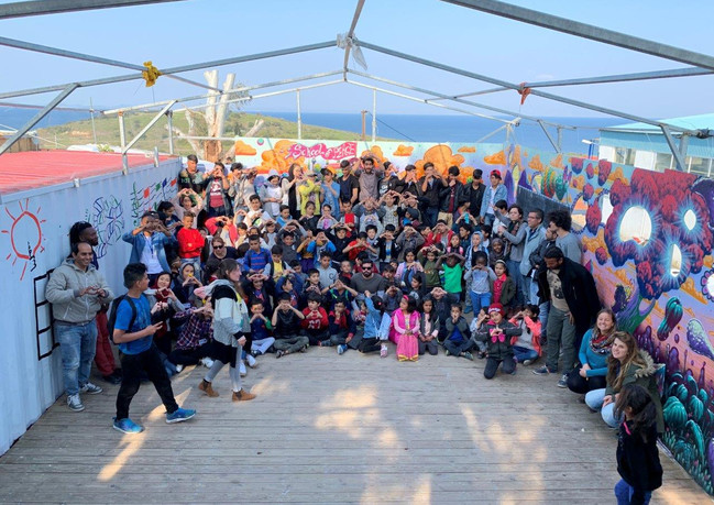 תלמידים ומורים בית ספר לפליטים