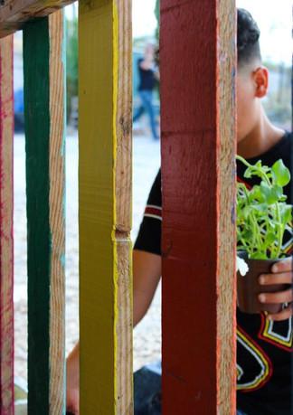 בית ספר לפליטים ביוון.jpg