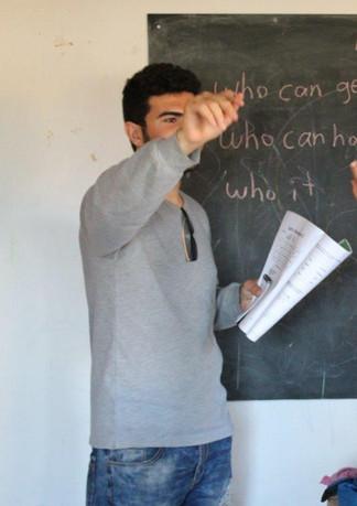 שיעור בבית ספר לפליטים