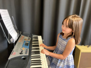 piano lessons young girl