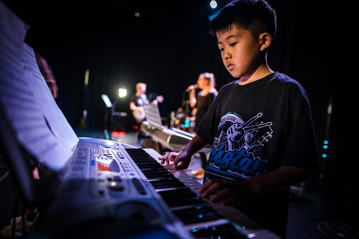 Young keyboard player