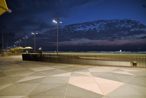טיילת חוף לידו אשדוד. גופי תאורה אורבניים ועוצמתיים