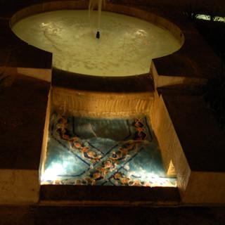 מזרקת המים העתיקה ובריכת האגירה מתחתיה, מוארות