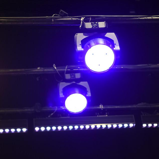 """פנסים """"חכמים"""" ותאורת לד במערכת התאורה החדשה של אולם ויקס"""