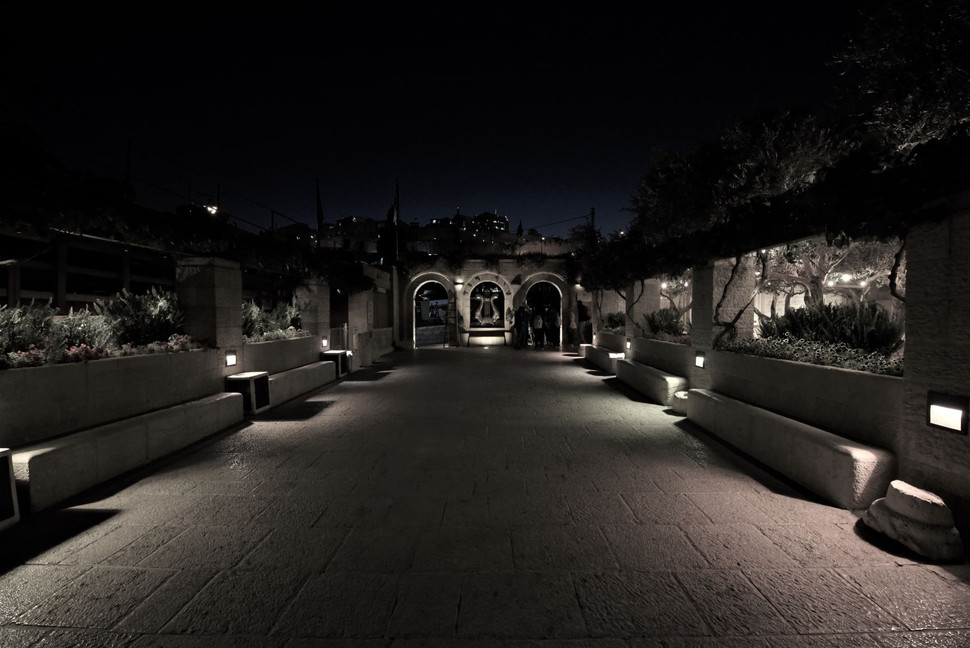 City of David. The garden lighting of the visitor center