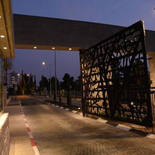 גופי תאורה שקועים, תאורה מאופקת ואלגנטית, על שער הברזל הגדול