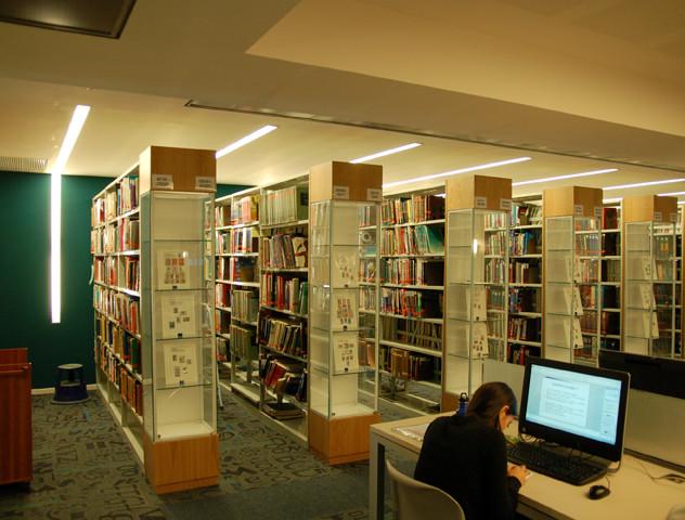 Symmetrical lighting between the shelves