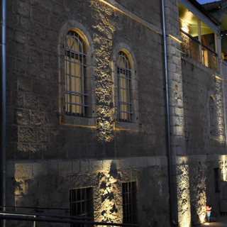 תאורת קיר האבנים - מבט מקרוב