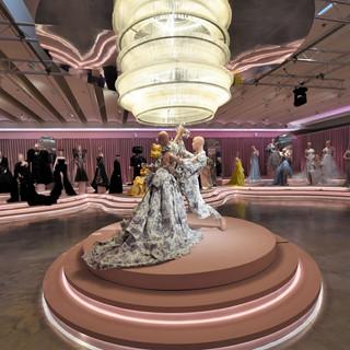 אם תרצו - זו אגדה |  שמלה: ליהי הוד, טוקסידו ועניבה שלומי ענתבי | טקסטיל מאיה נאה | תאורה חגיגית של האולם ושנדליר הקולבים