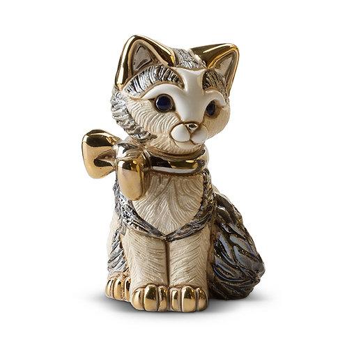 Adorable chaton avec ruban doré