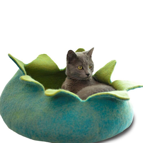 Aqua/ Green Petal Wool Pet Basket