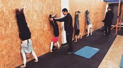On your hands kids! _מחר ב13_00 אימון ילדים חינם צרו קשר 💪💪💪_#crossfit #fitnessfreak #fitnessmoti