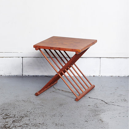 フォールディングサイドテーブル