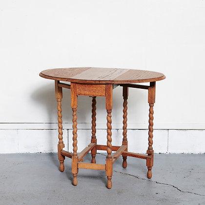 バタフライツイストレッグテーブル