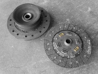 """Doughnut"" clutch disk compared to spring clutch disk in miami porsche shop of gp autowerks"