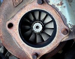 Porsche turbo exhaust-side drive blades