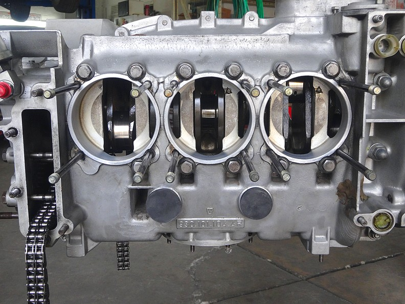 Porsche engine is ready to receive new rod journal bearings