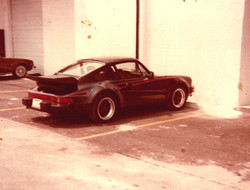 Historical photo: 1979 porsche 930 outside george perdomo's shop waiting for complete engine and tra