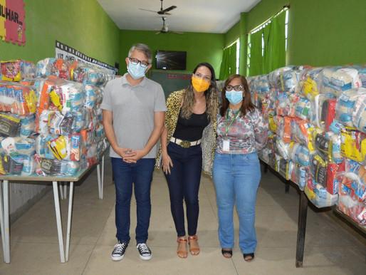 Queimados iniciou entrega dos kits merenda para alunos matriculados na rede municipal