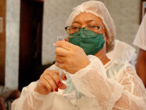 Nilópolis vacina idosos na faixa etária dos 80 aos 84 anos