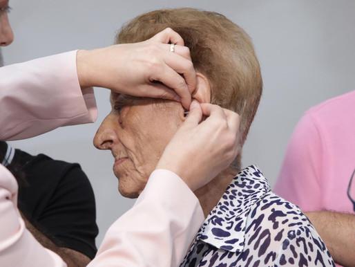 Pacientes do Centro de Saúde Auditiva do HMMRC recebem aparelhos auditivos gratuitos em Caxias