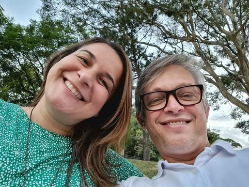 Prefeito de Queimados retifica nomeação de sua esposa que continuará no cargo