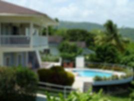Cool Breeze Villa - patio and pool