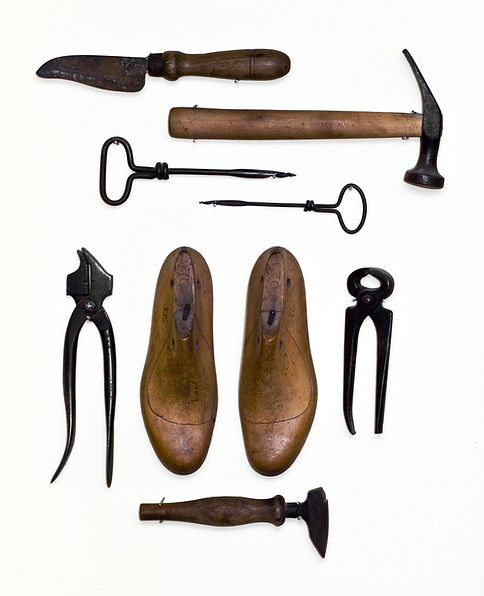 shoe cobblers shoe repair hand tools.jpg
