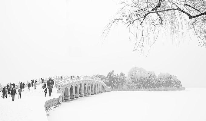 Snow scene 17 arches bridge summer palac