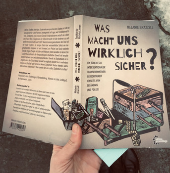 Was Macht Uns Wirklich Sicher? What Really Makes Us Safe?
