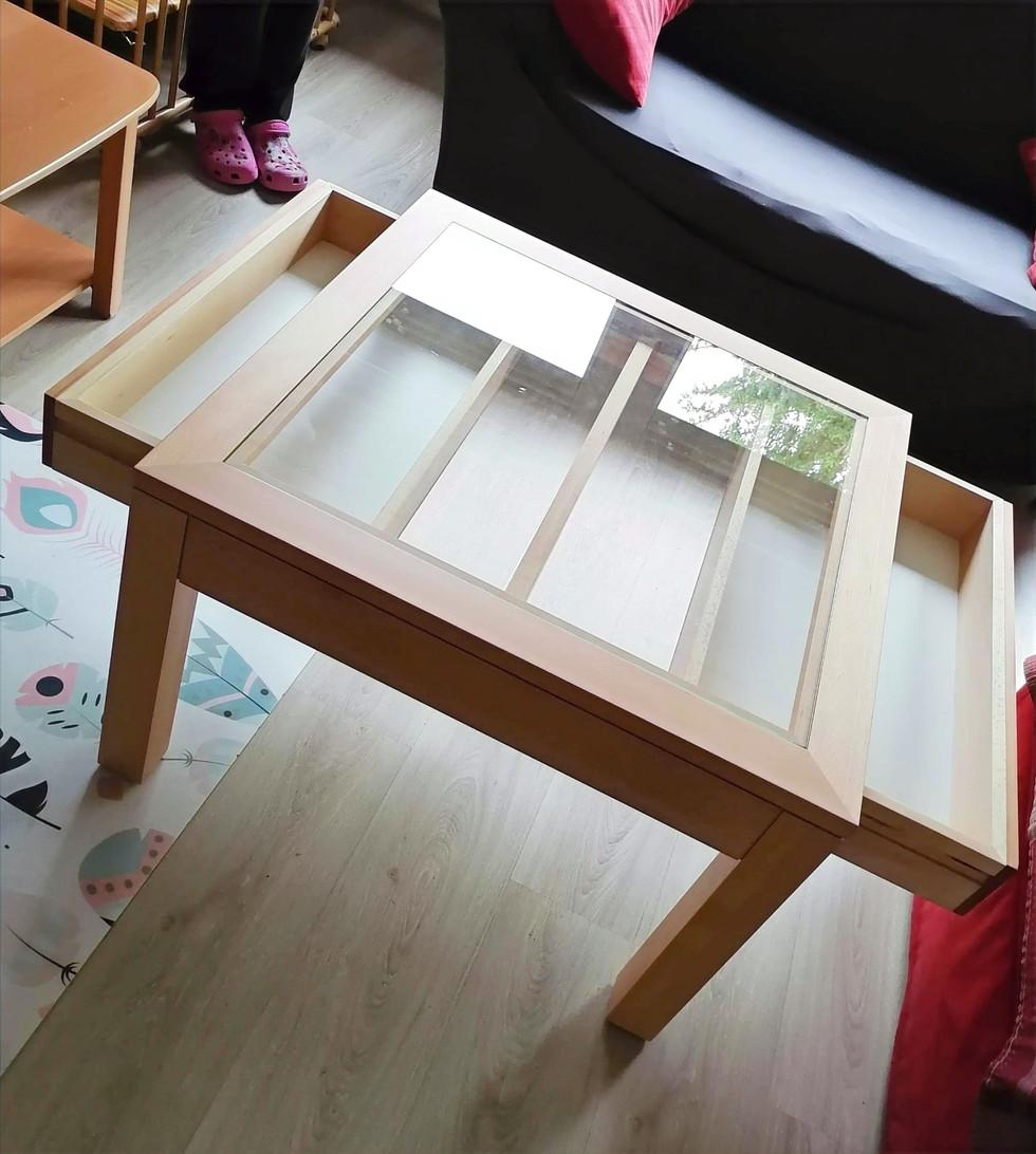 Table basse avec plateau vitré