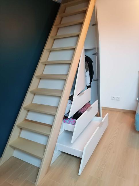 Escalier avec rangement