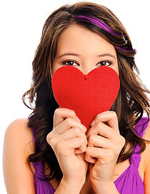 สาวสวยถือหัวใจปิดหน้า