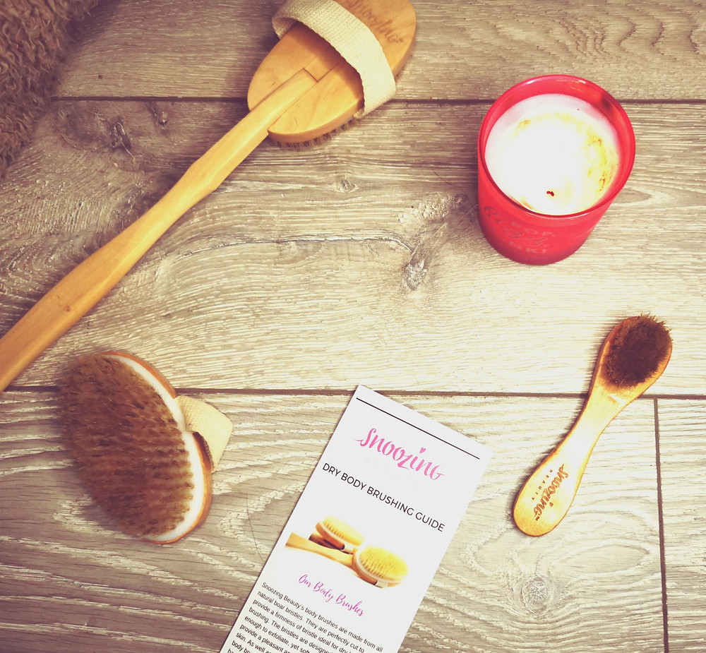 Image of dry brushing set from snoozing beauty with a pink candle