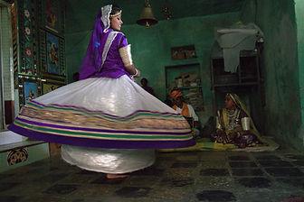 רקדנית טרה טאלי בטיול מאורגן להודו