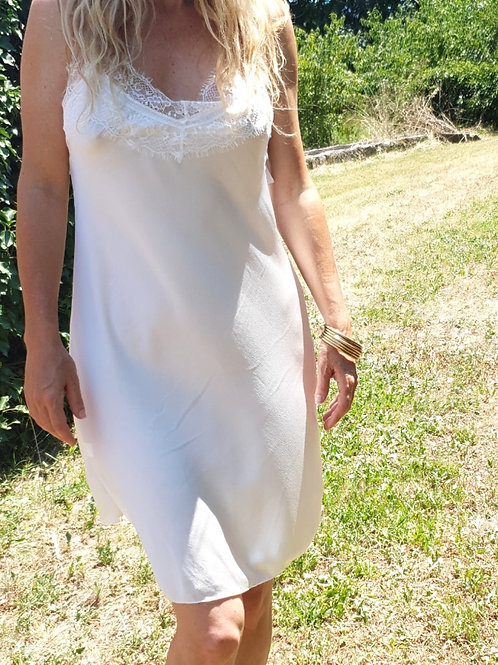 Robe nuisette blanche