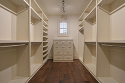 35 RES B - 015 - Master closet