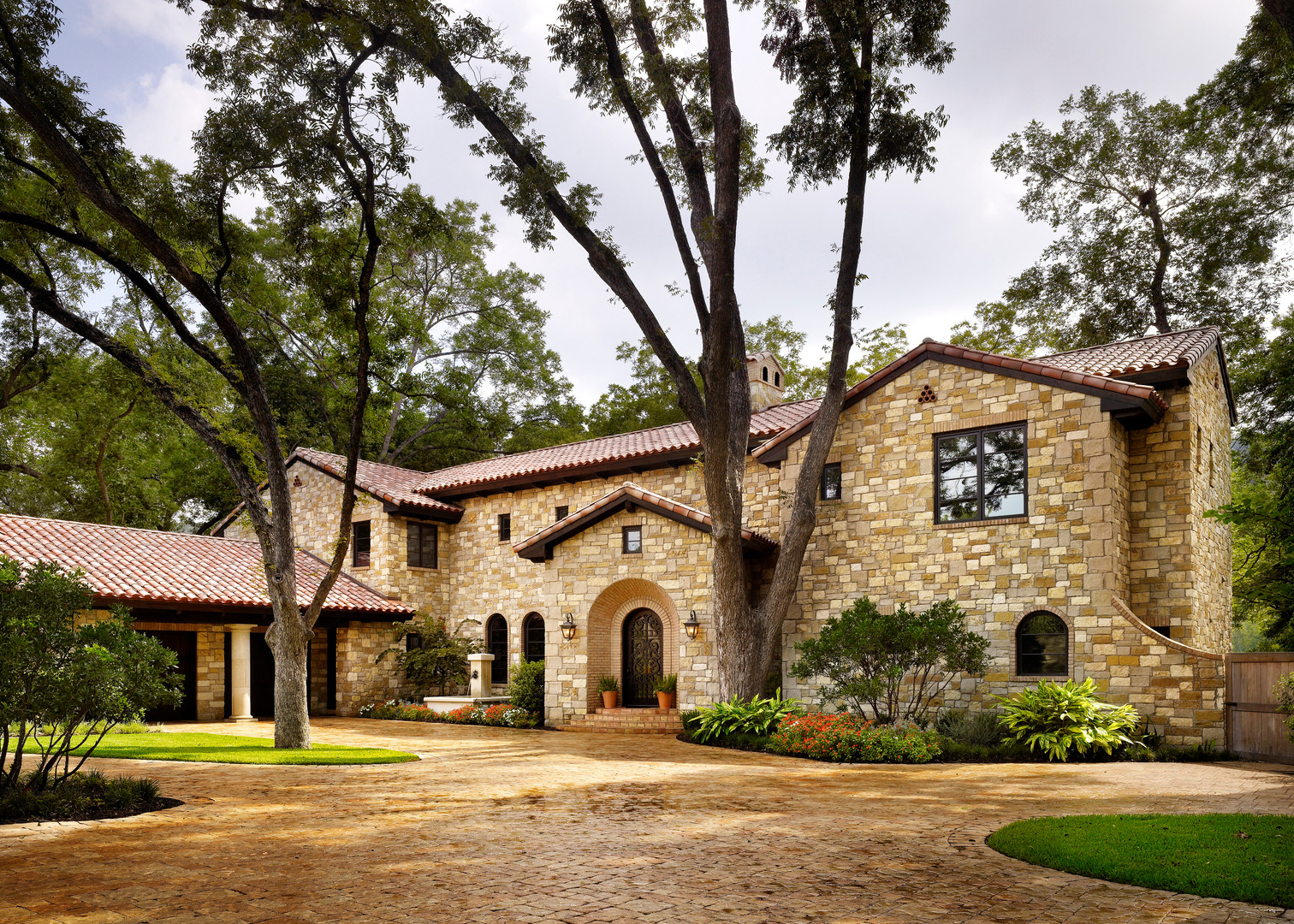 Bailey Residence on Lake Austin 001.jpg